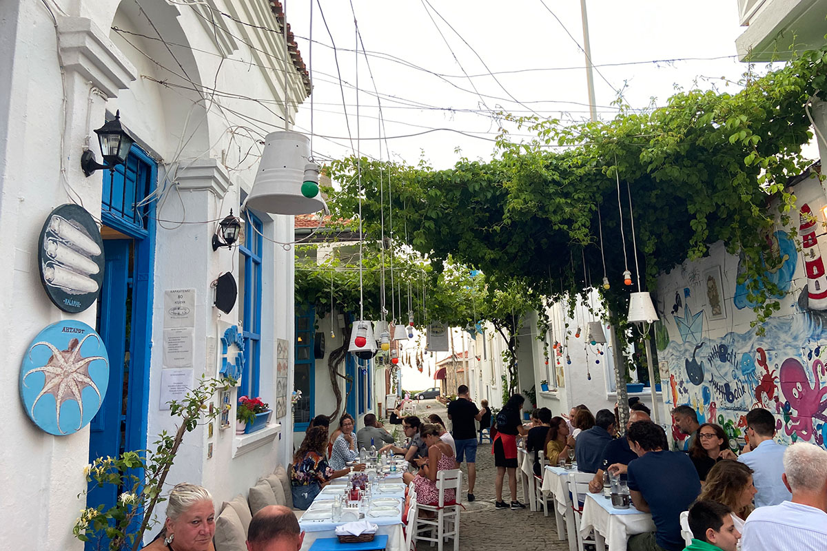 نتيجة بحث الصور عن مطعم غولوفا ات مانغال يلوا